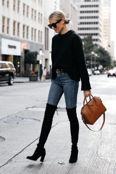 Phối Áo len đen + Quần skinny jeans với giày boot nữ cổ cao