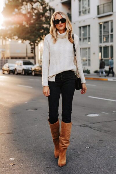 Phối Áo len trắng cao cổ + Quần skinny jeansđen với giày boot nữ cổ cao