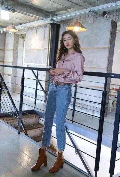 Phối Áo sơ mi hồng + Quần jeans baggy với giày boot nữ cổ cao