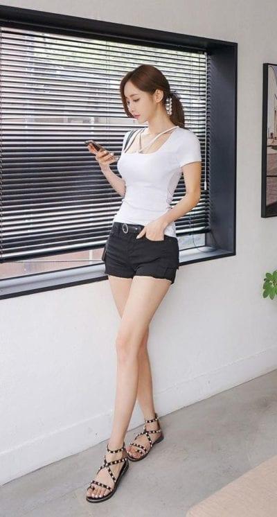 Áo phông cổ vuông kiểu, tay ngắn + short ngắn