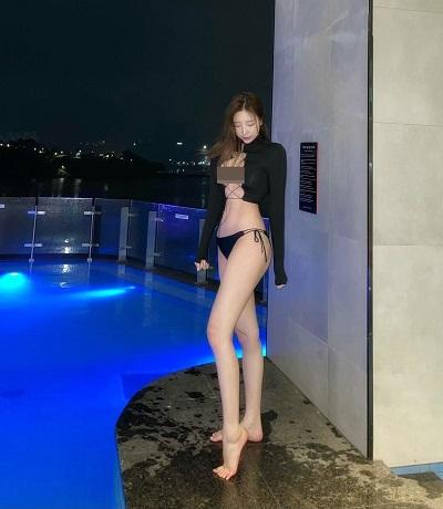 Theo đuổi hình ảnh gợi cảm, không lấy làm ngạc nhiên khi Choi Somi có lựa chọn áo đan dây táo bạo